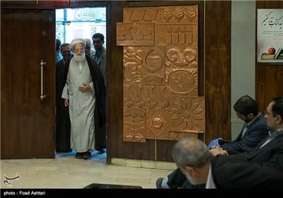 آیت الله امامی کاشانی در مراسم رونمایی از مجموعه کتاب تفسیر الاثری