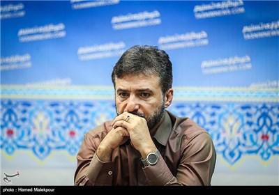 سید جواد هاشمی نویسنده و کارگردان نمایش شانه های خسته