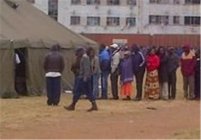 Zimbabweans Vote amid Heavy Security