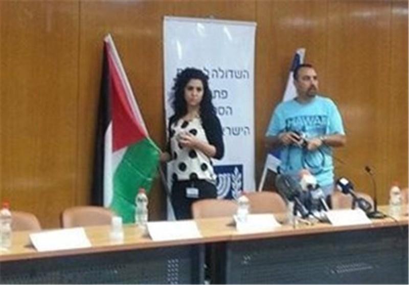فلسطینیة ترفع لأول مرة علم فلسطین فی الکنیست الصهیونی