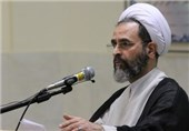 انتقاد امام جمعه قم از زیر پا گذاشتن عفاف و حجاب از سوی زنان و مردان / ناجا باید برخورد کند