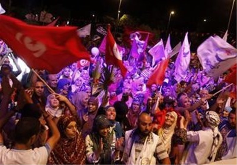 Tunisian Protesters Stage Rally to Back Government