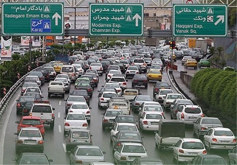 ترافیک نیمهسنگین در ورودی شهرهای مشهد، شیراز، اصفهان و محورهای شمالی کشور