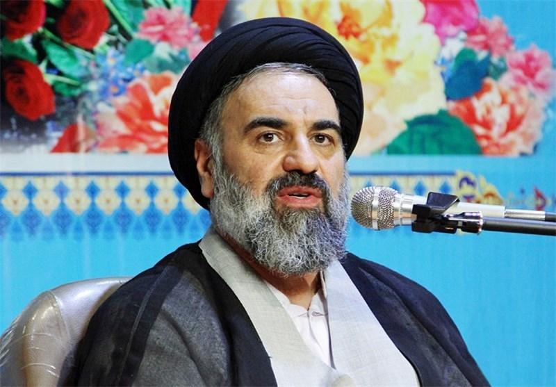 ملت ایران برای حفظ انقلاب اسلامی در مقابل توطئههای دشمنان ایستادگی میکنند