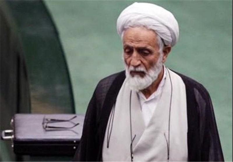 انتقاد امام جمعه موقت اصفهان از توقیف روزنامههای اصولگرا