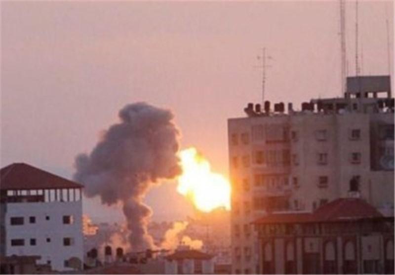 الکیان الصهیونی یشن غارة جویة على قطاع غزة قبیل استئناف مفاوضات الاستسلام