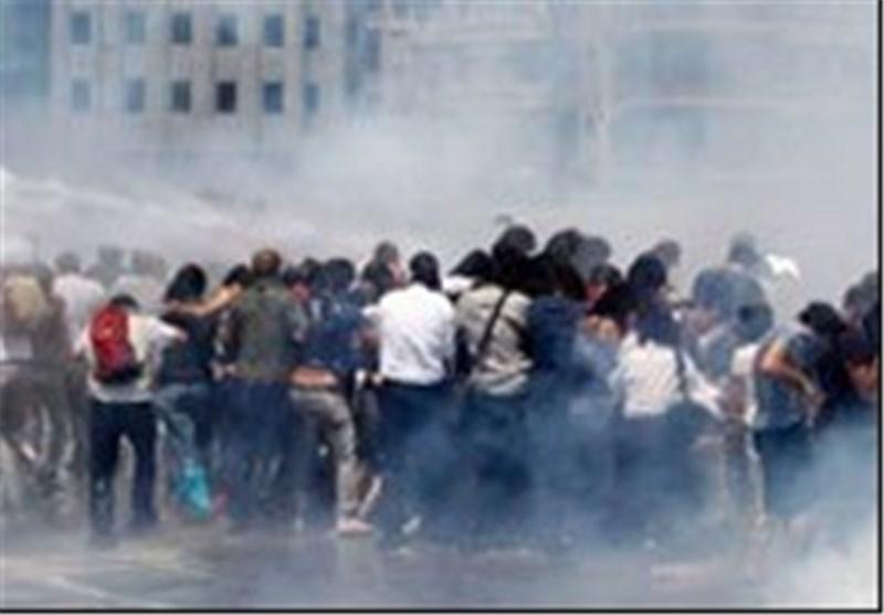 الشرطة الترکیة تستخدم العنف لتفریق تظاهرة احتجاجیة فی اسطنبول