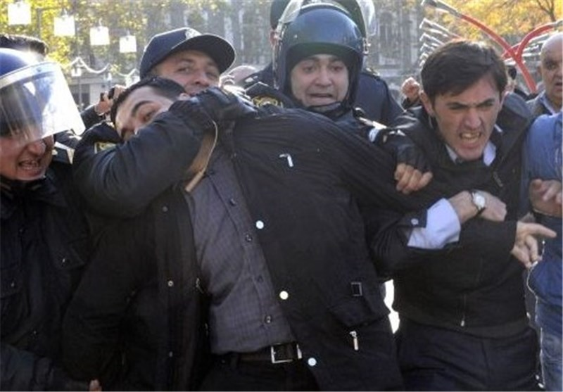 Azeri Police Arrest Opposition Protesters Near Baku