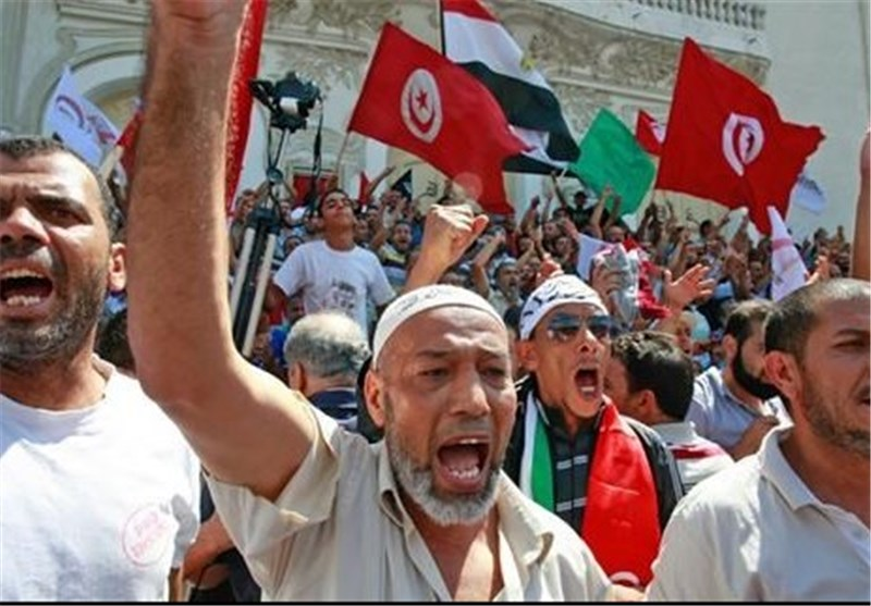 Tunisia Protesters Demand End of Government