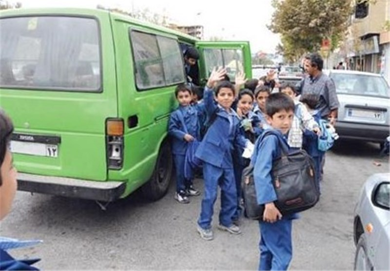 برخورد اتوبوس با مینیبوس حامل دانشآموزان در خیابان ولیعصر