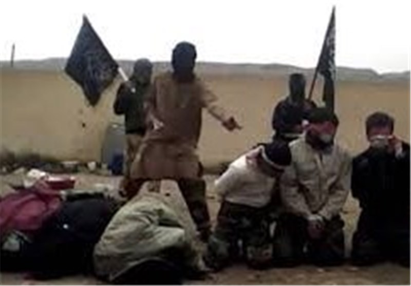 بالفیدیو : الارهابیون أعدموا 3 سائقی شاحنات فشلوا فی تحدید عدد رکعات صلاة الفجر … فتم اعدامهم!