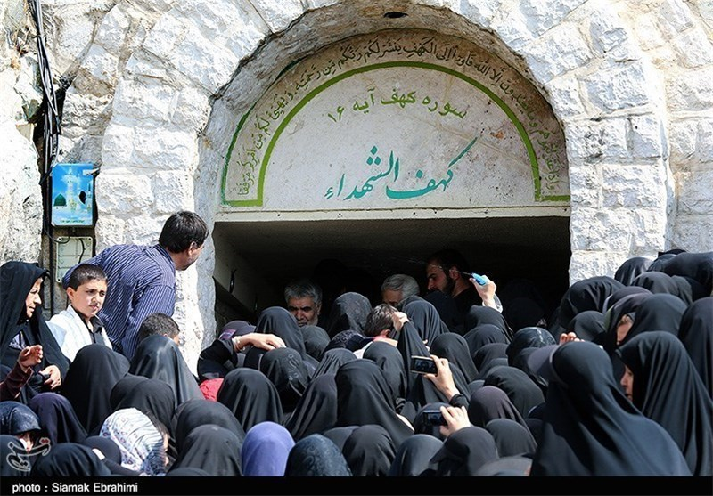 مراسم عقد زوج جوان بر سر مزار شهید ابوطالبی