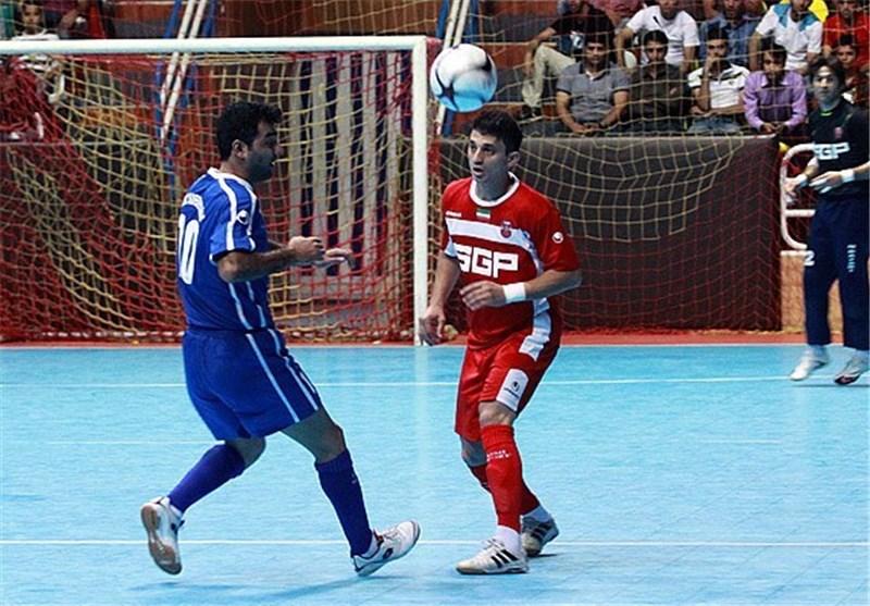 درگیری دوباره در ورزشگاه پیروزی اصفهان/ اعتراض تماشاگران به داوری