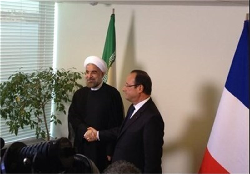 Iranian, French Presidents Meet behind Closed Doors