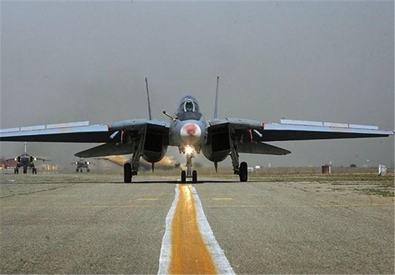 اعادة صیانة مقاتلتین من طراز 14 F و4 F على ید خبراء سلاح الجو فی جیش ایران الاسلامیة