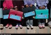 عنوانتوزیع هدیه سال تحصیلی میان کودکان زلزله زده ارسباران تصویر