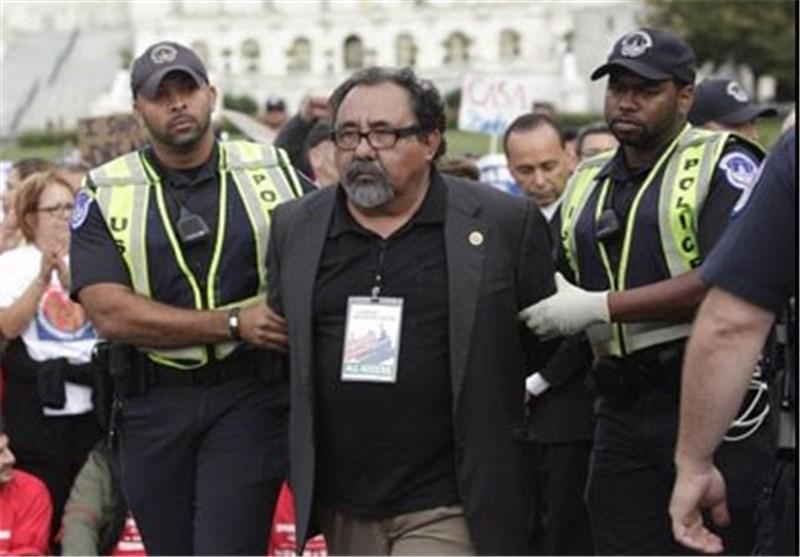 اعتقال ثمانیة نواب أمریکیین خلال مظاهرة حول الهجرة
