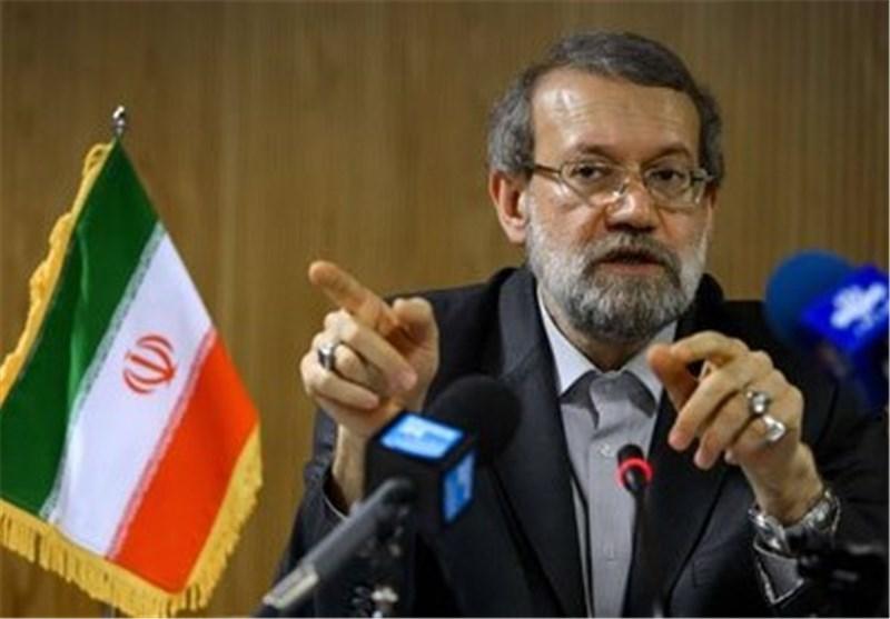 لاریجانی : عدم تسلیح الدول العربیة والغربیة للارهابیین فی سوریا یؤدی الی حل أزمتها
