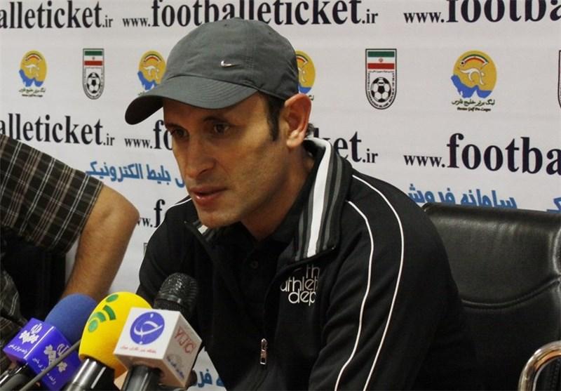 گلمحمدی: باید ثابت کنند ما با فدراسیون فوتبال در ارتباط هستیم