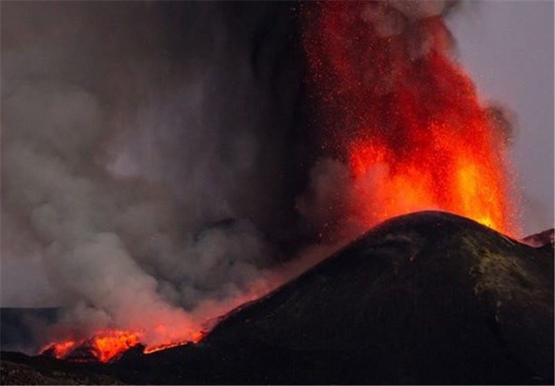 Europe's Largest Volcano Mount Etna Erupts with Huge Blocks of Lava (+Video)