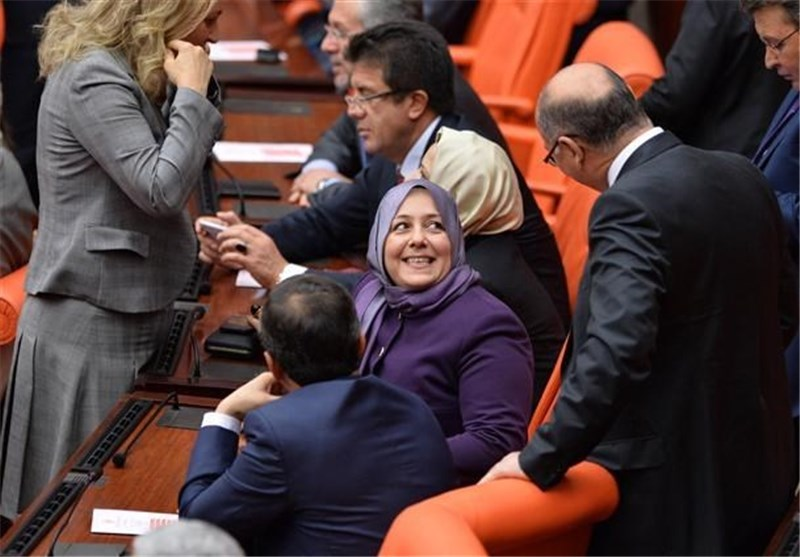 Four Turkish MPs Attend Parliament in Head Scarves