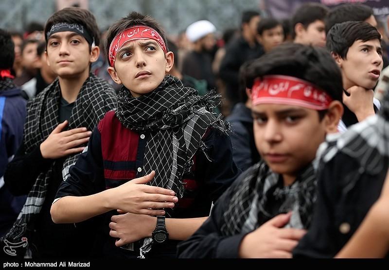 تجمع دسته عزاداری دانش آموزان بسیجی در میدان امام حسین(ع)