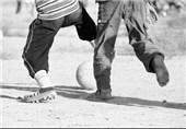 زمین خاکی فوتبال کودکان فقر ورزش