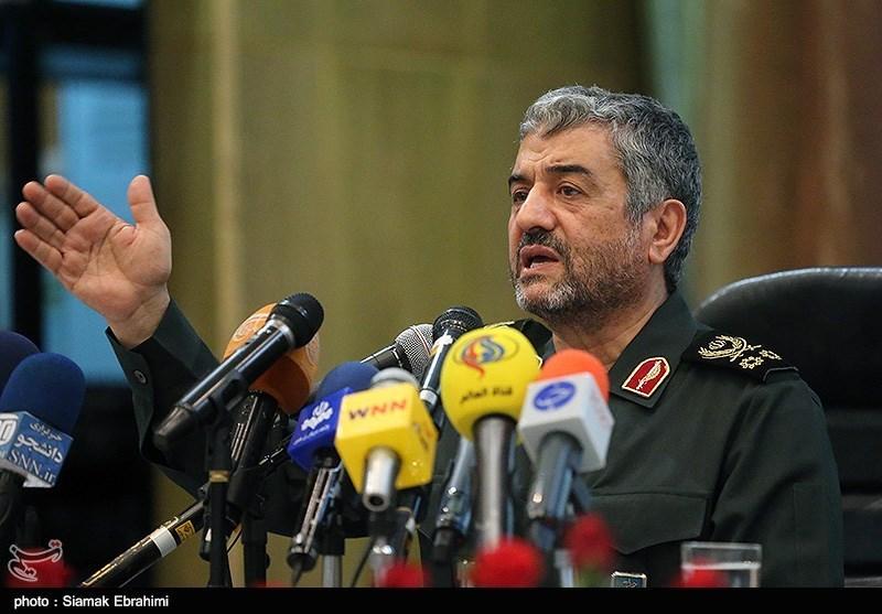 سپاه برای پاسخ به گستاخیهای عربستان و بحرین منتظر دستور است/ برجام چه نتیجهای داشته که برجامهای دیگر را بپذیریم؟/ با فرض جنگ گسترده با آمریکا قدرت ساختیم