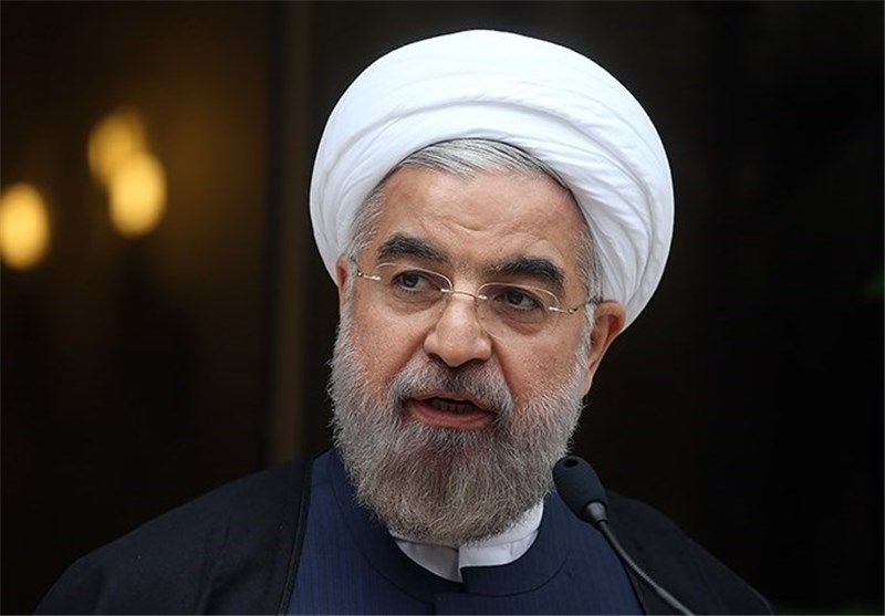 Rouhani Visits Quake-Hit Regions in Iran's Southern Province