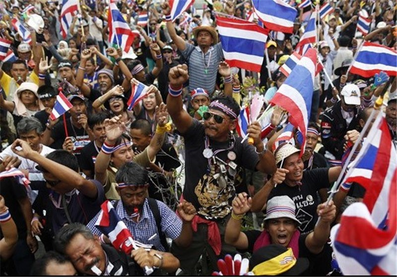 Bangkok Protesters Besiege Telecoms Offices