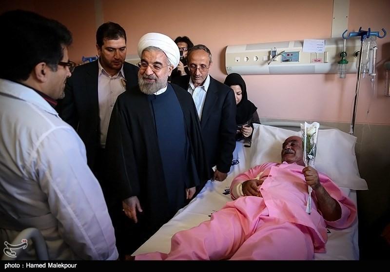 Photos: President Rouhani Visits Quake-Hit Regions in Bushehr