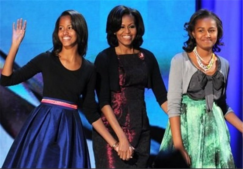 Barack and Michelle Obama Restrict Facebook for Their Daughters
