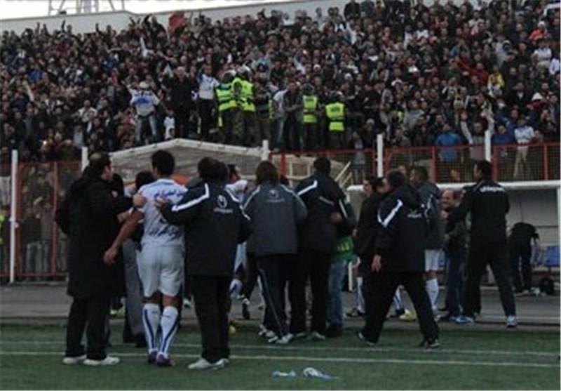 دور افتخار بازیکنان ملوان در ورزشگاه / سرما در سالن کنفرانس خبری
