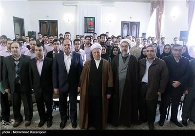 آیة الله رفسنجانی یستقبل جمعا من الباحثین فی مرکز دراسات الجامعة الاسلامیة الحرة