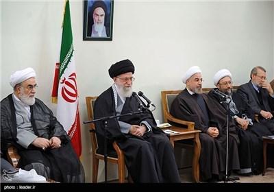 القائد الخامنئی یستقبل أعضاء المجلس الاعلى للثورة الثقافیة