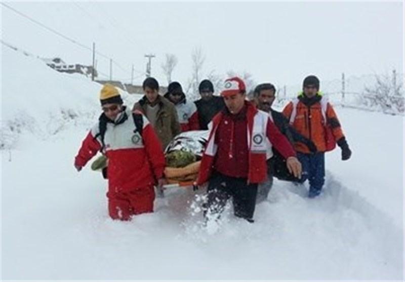 نجات مادر باردار و اسکان 367 نفر در بارش برف اصفهان