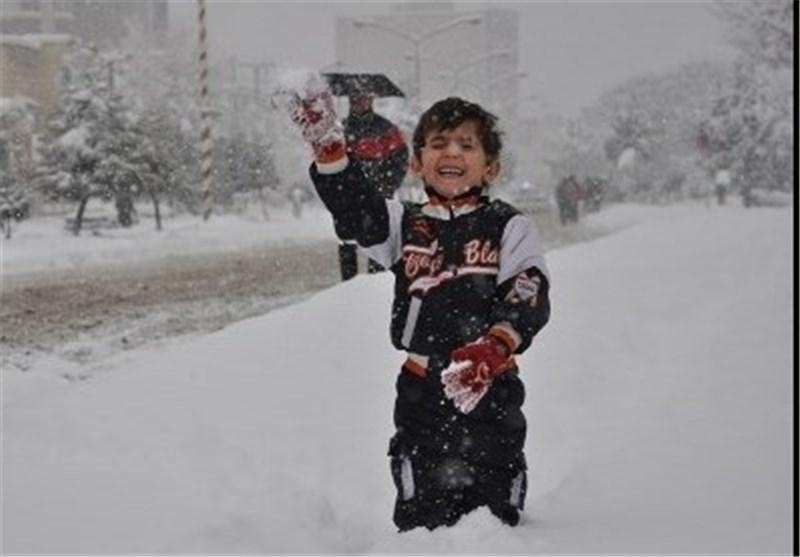 رونق بازی و ورزشهای زمستانی در پیست اسکی سپیدان
