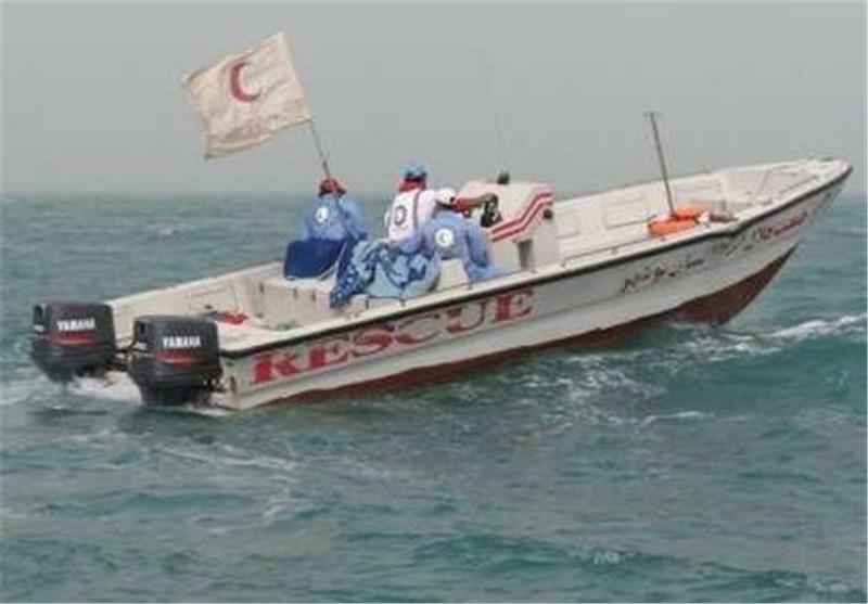 نجات یک شناورباری در حال غرق در خلیج فارس