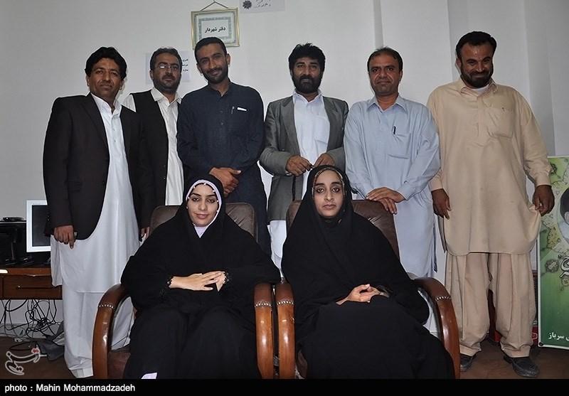 سامیه بلوچ زهی و کارمندان شهرداری سرباز