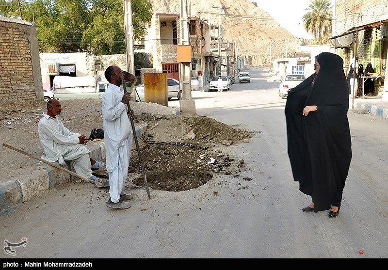 بازدید شهردار سرباز از مناطق مختلف شهر
