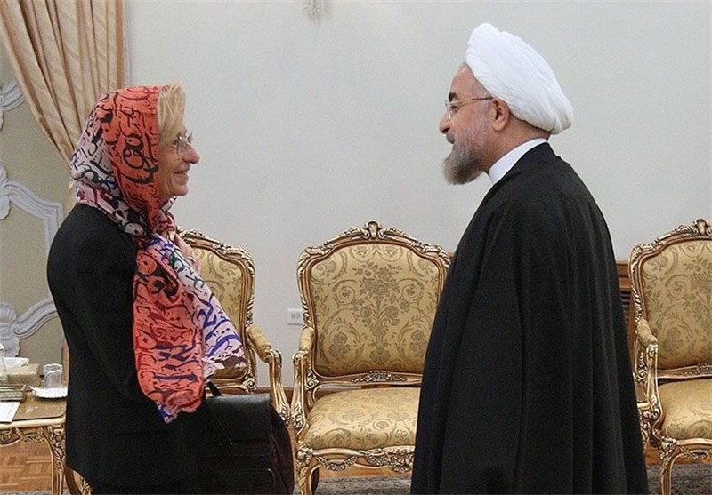 "Rouhani Sees Italy as ""Gateway to Iran-Europe Interaction"""
