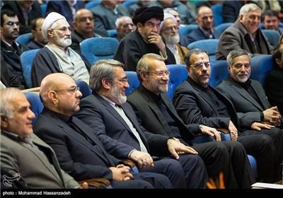 علی لاریجانی رئیس مجلس شورای اسلامی و عبدالرضا رحمانی فضلی وزیر کشور در همایش روز ملی ثبت احوال