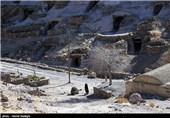 روستای دستکند و صخرهای میمند شهربابک