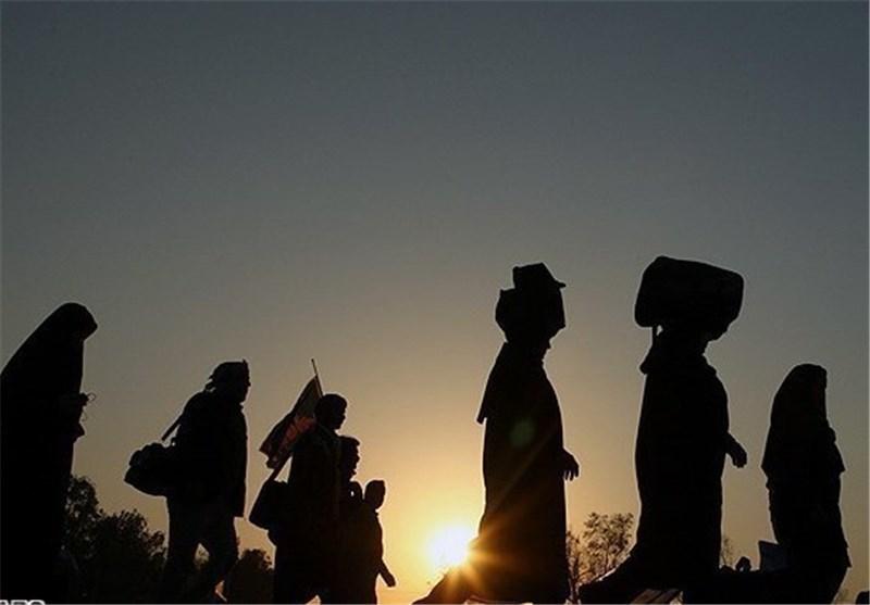 وزیر اطلاعات با زائرین پیاده حرم رضوی همراه شد
