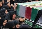 پیکر مطهر 5 شهید گمنام در میدان امام حسین(ع) به خاک سپرده شد