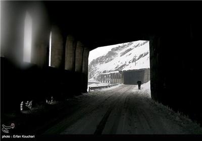 بارش برف و کولاک در جاده کندوان