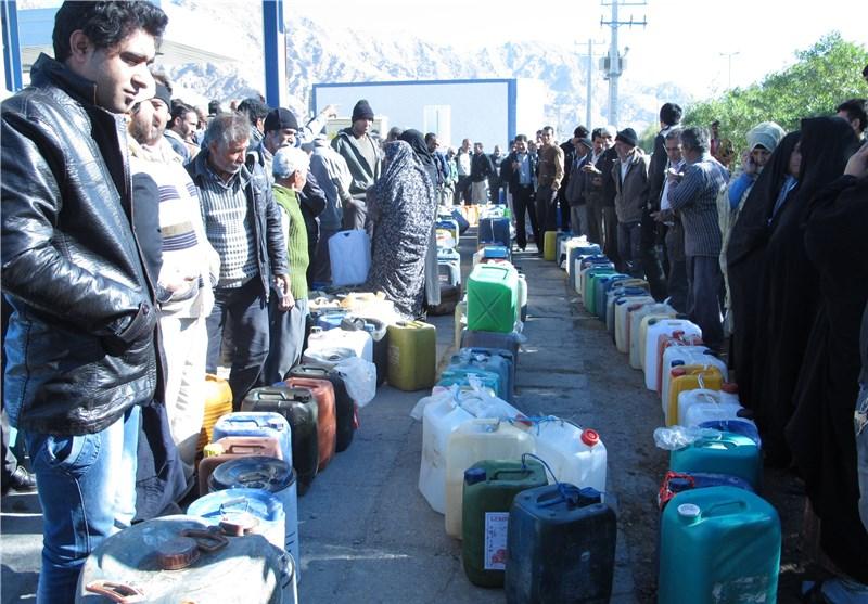 سرما همچنان مردم حاجی آباد را در انتظار گرما نگهداشته/ کمبود سوخت همچنان میتازد