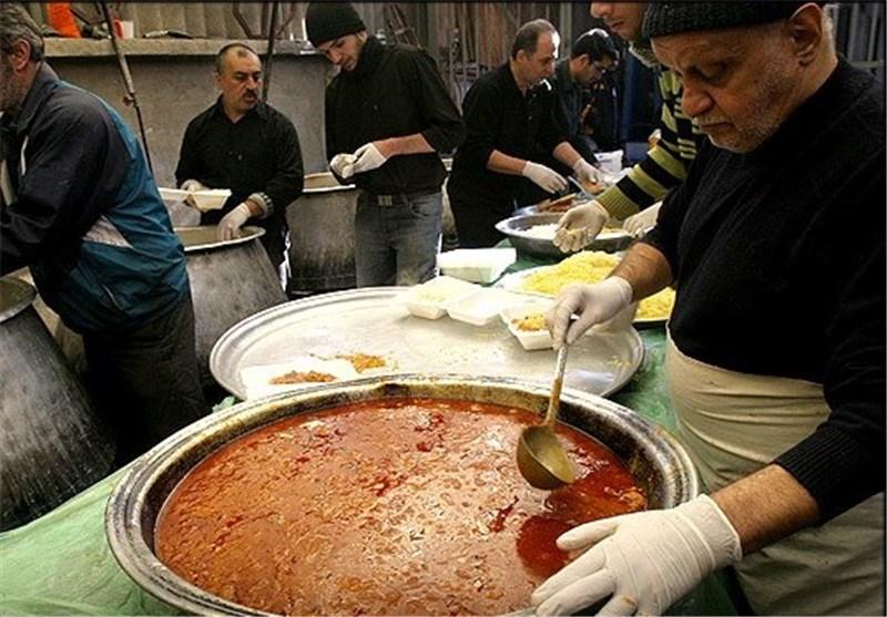 تحویل غذای متبرک به هیئتهای مذهبی در مشهد مقدس