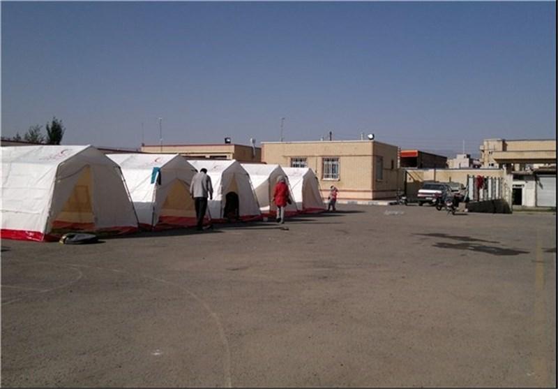 اسکان موقت 22 خانواده زلزله زده سیستان و بلوچستان در چادرهای هلال احمر