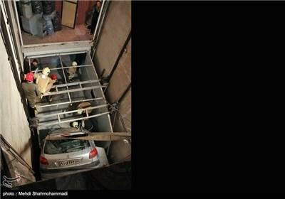 سقوط خودرو به داخل چال آسانسور